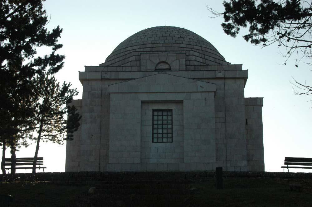 07-MM Mausoleum Meštrović